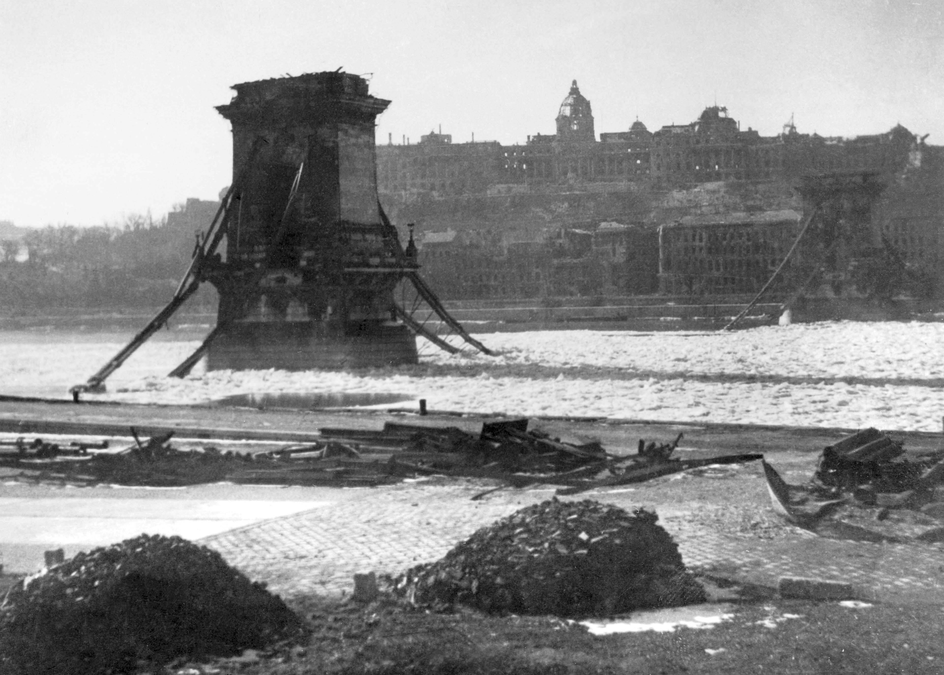 Lanc_hid_-_Budapest_3_Febr_1946_Foto_Takkk_Hungary